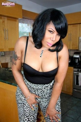 TGirl housewife Malean on blacktgirlstbms