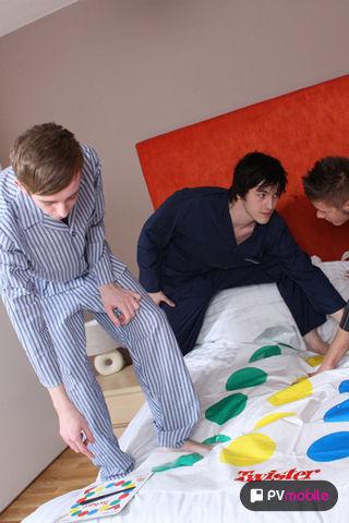 Twister Virgins on malespectrumpad