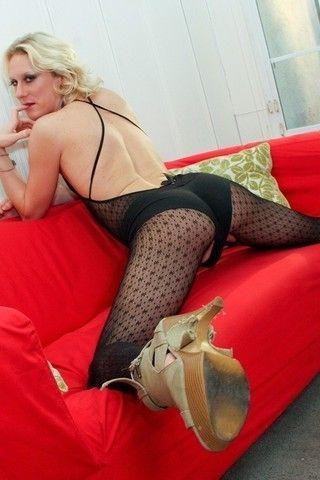 Long Legged Beatrice on shemaleyumtbms