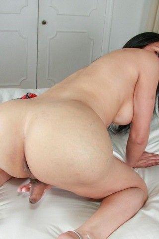 TMILF Melanie on shemaleyumtbms