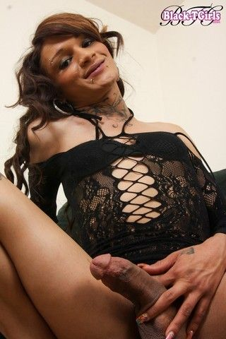 Well Hung Kitty on blacktgirlstbms