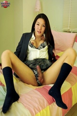The Lovely Karina on shemalejapantbms
