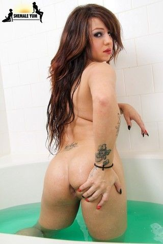 Bath Time With Kimmie Moore on shemaleyumtbms