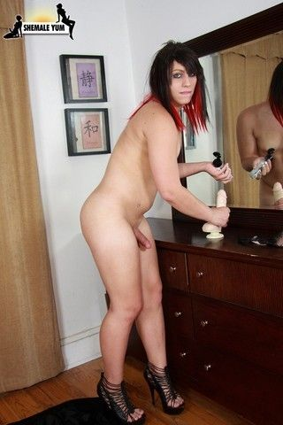 Sexy Jade & The Dildo on shemaleyumtbms