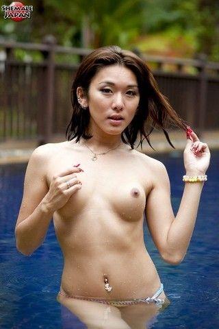 Sexy Karina on vacation on shemalejapantbms