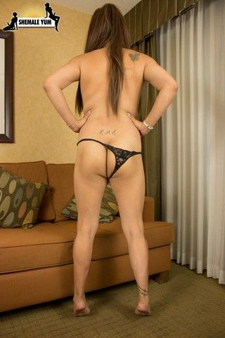 Introducing All-Natural Lola Knight! on shemaleyumtbms