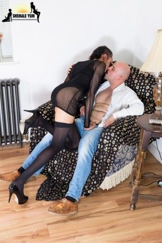 London Tgirl Jazmin Sucks And Fucks! on shemaleyumtbms