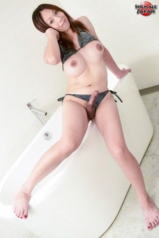 Akane bathtime! on shemalejapantbms
