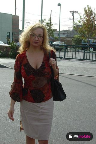 Rebecca Bardoux - V2 on pinkvisualpad
