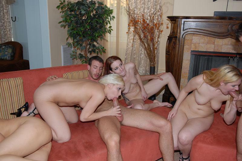 Секс три мужика и одна тетка смотреть бесплатно 6 фотография