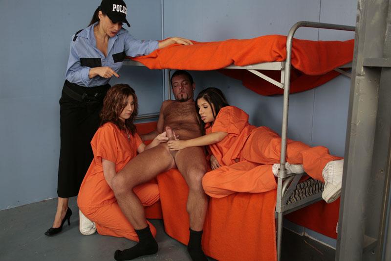 женская тюрьма фото секс