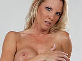 Nikki Wylde on pinkvisualpass