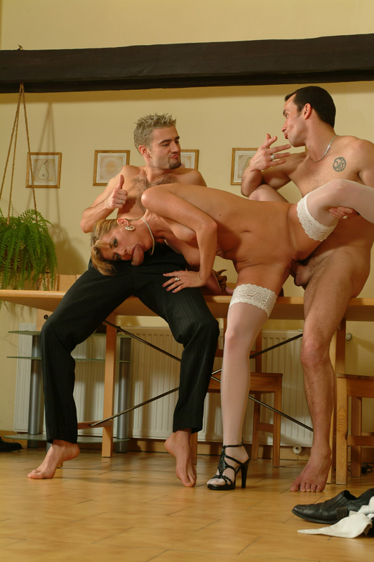 golie-vecherinki-v-obshage-chastnoe-video