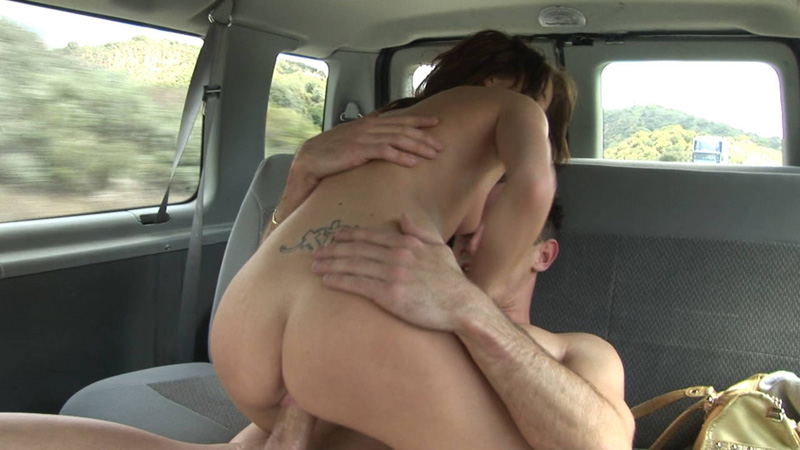 seks-v-mashine-devushka-sverhu