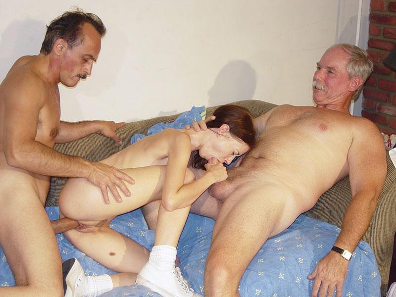 Секс молодой девушки со взрослым мужчиной видео