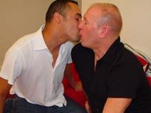 Azor & Kyle - V2 on malespectrumpass