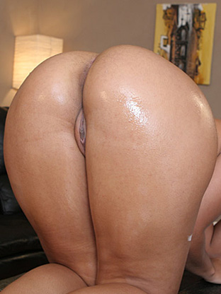 Victoria Allure on bubblebuttsgalore