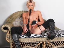 Slim & Sexy Transgirl Cinthia! on shemaleyumtbms