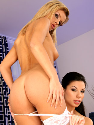Vanessa Smoke & Cloe on assgonzo