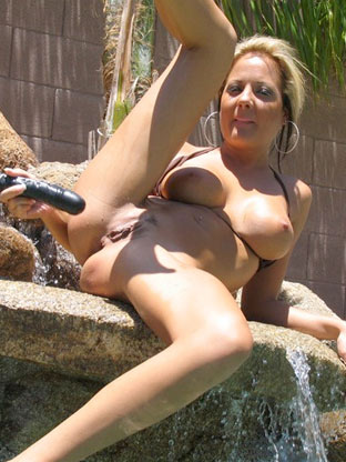 Poolside Cumming on monstercockjunkies