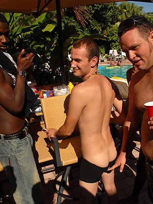 5 Guy Jack Off Party on gaycollegesexparties