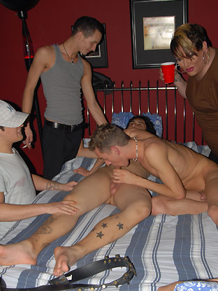 Alex Michaels & Xander - V2 on gaycollegesexparties