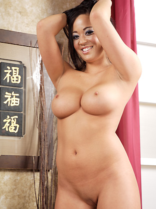 Mia Leilani on asianparade